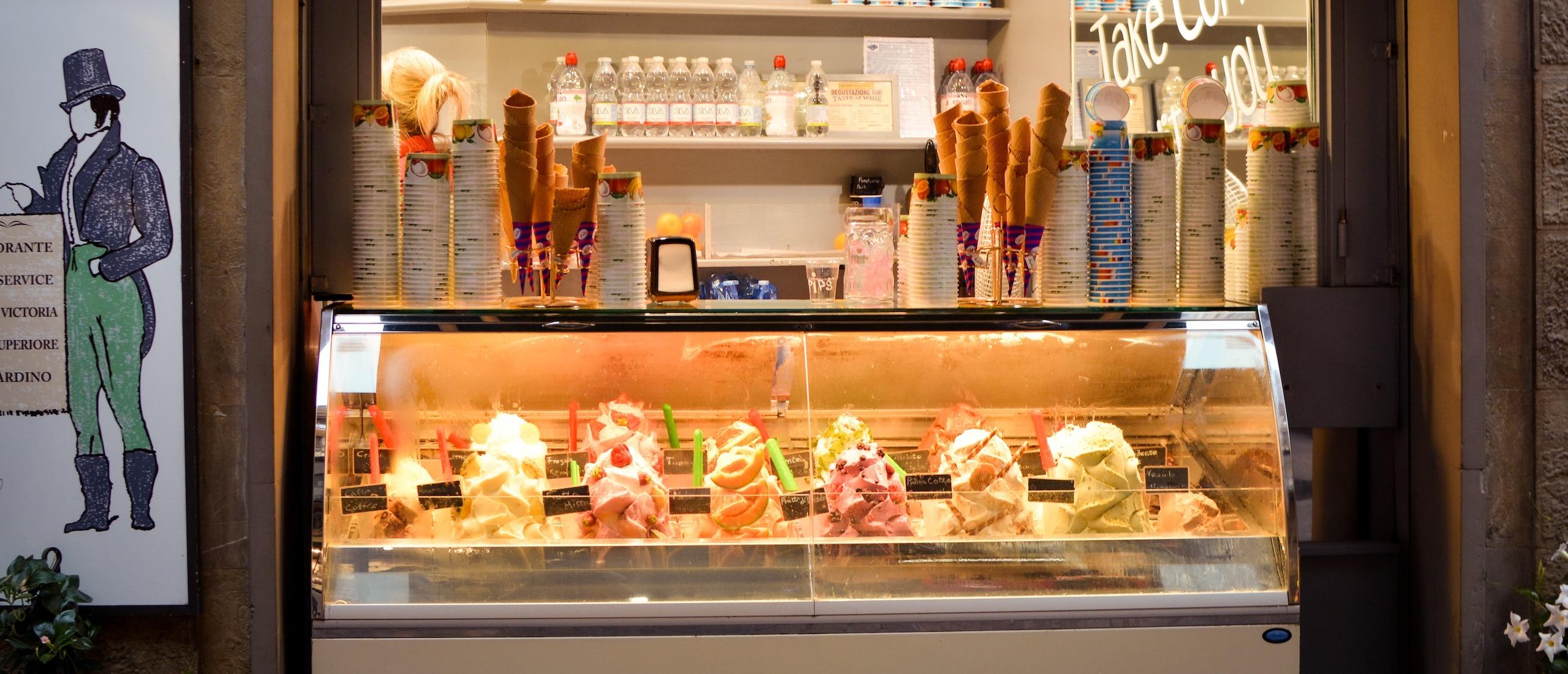 Витрина със сладоледи (снимка)